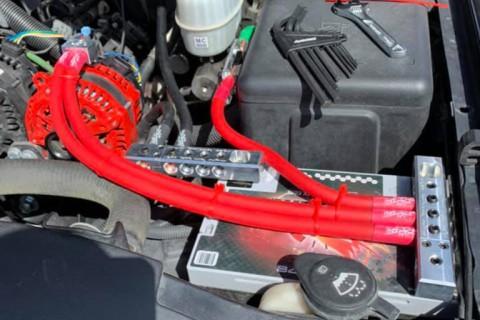 Bạn có cần ắc quy thứ hai cho hệ thống loa độ trên ô tô không?