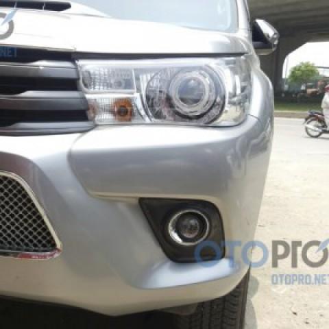 Độ bi gầm xenon 2 chế độ cho xe Toyota Hilux đời 2016