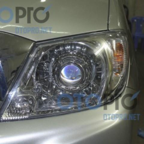 Độ đèn bi xenon cho xe Toyota Hilux