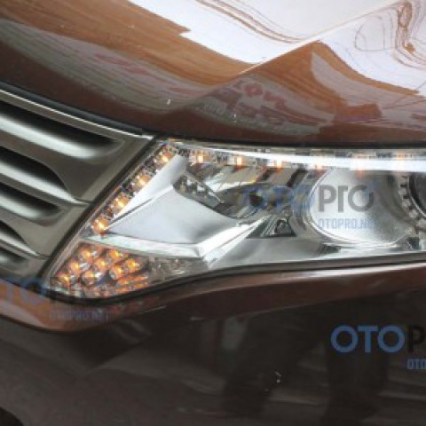 Độ LED mí Transformer, angel eyes, xi nhan LED cho Venza