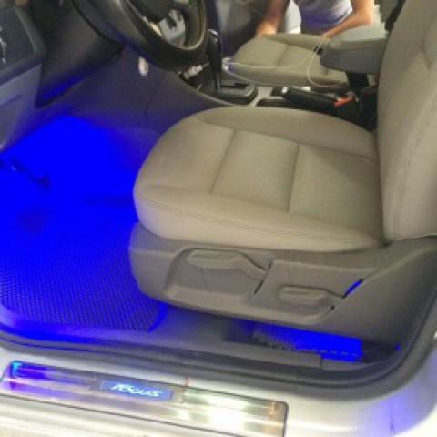 Đèn LED soi gầm ghế cho xe Ford Focus
