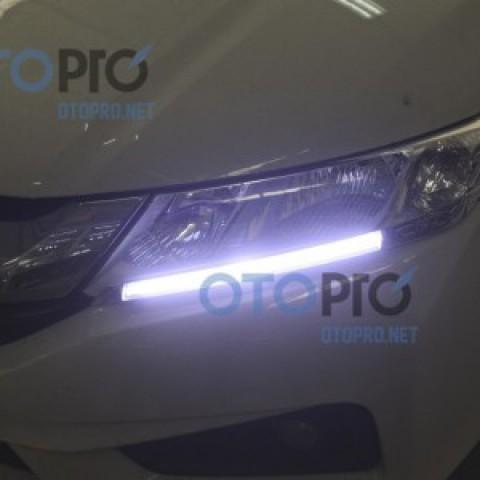 Độ dải LED mí gắn ngoài cho xe Honda City 2015