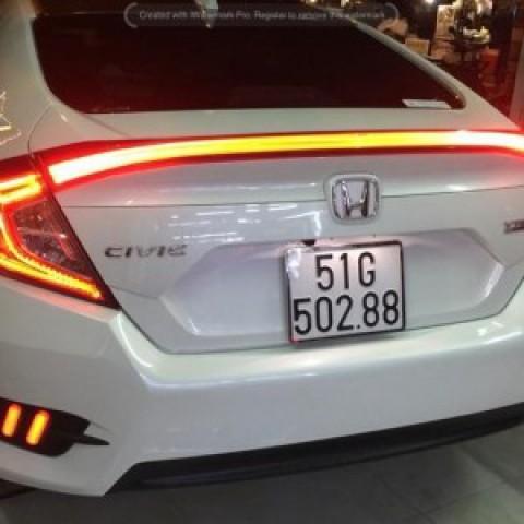 Đèn LED trên cốp xe Honda Civic 2018