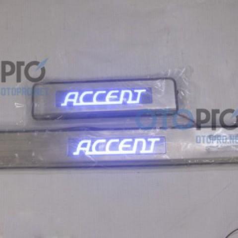 Ốp bậc cửa, nẹp bước chân có đèn cho xe Accent