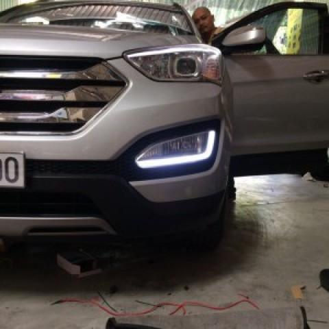 Độ đèn gầm LED khối 2 màu trắng vàng xe Hyundai Santafe 2015