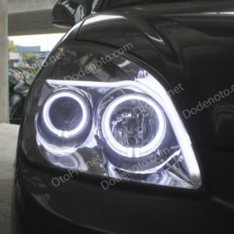 Độ vòng angel eyes, dải LED mí khối trắng vàng cho Carens