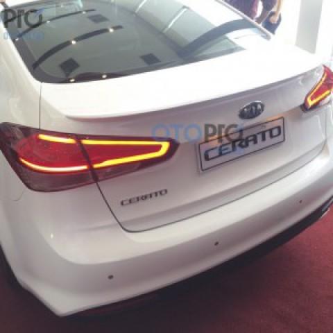 Đuôi gió liền cốp cho xe Kia Cerato 2016
