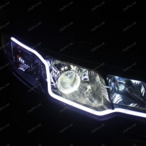 Độ đèn bi-Xenon Q5-H4 dải LED mí khối trắng vàng cho KIA Forte