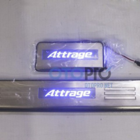 Ốp bậc cửa, nẹp bước chân có đèn cho xe Attrage