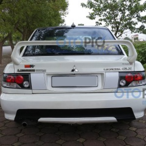 Đuôi gió cao cho xe Mitsubishi Lancer GLX