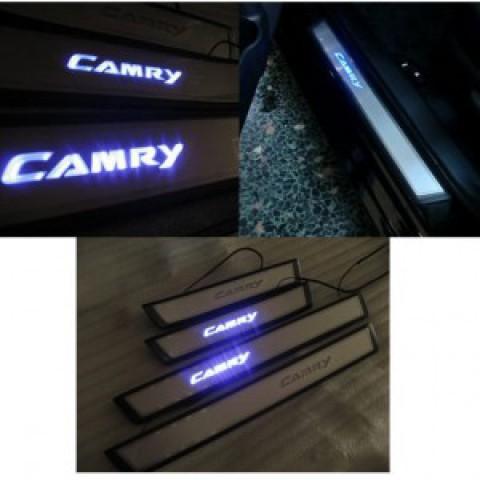 Nẹp bước chân có đèn cho xe Camry đời 2015
