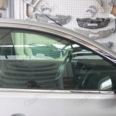 Nẹp chân kính và viền cong cho Nissan Sunny