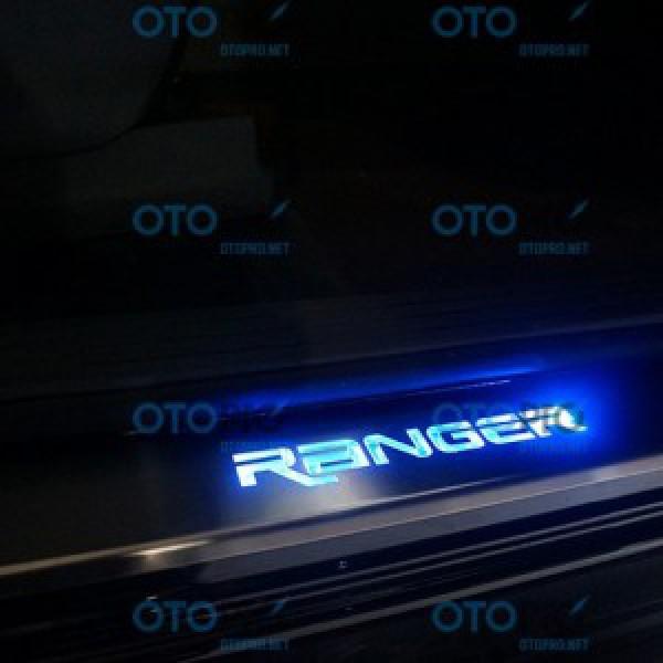 Ốp bậc cửa có đèn Ford Ranger 2013-2016