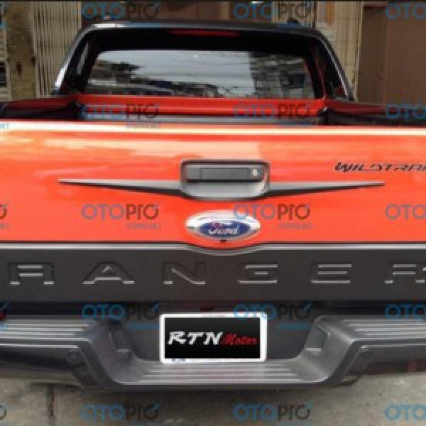 Ốp tay mở cốp Ford Ranger 2013-2016 mẫu nhựa đen