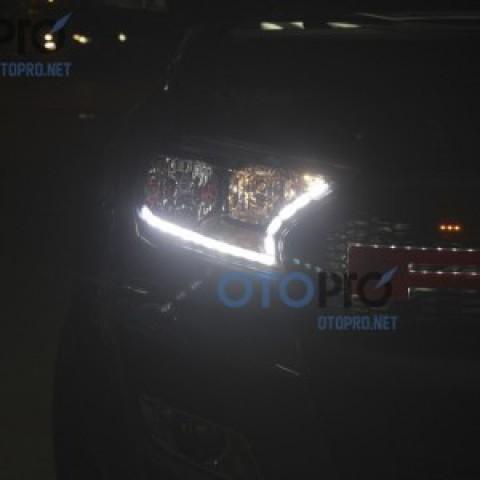 Độ dải LED mí thuỷ tinh chạy cho xe Ranger 2016
