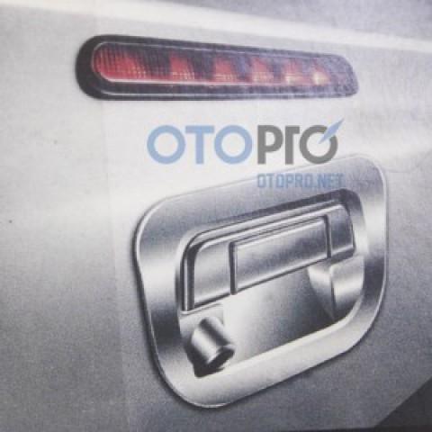 Ốp tay nắm mở cốp có camera lùi xe Ford Ranger 2013-2016