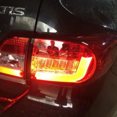 Toyota Altis 2011 lắp đèn hậu nguyên bộ