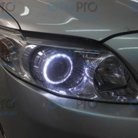 Độ đèn bi xenon, vòng angel eyes LED UFO cho xe Altis