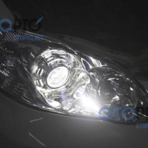 Độ đèn bi xenon cho xe Corolla Altis