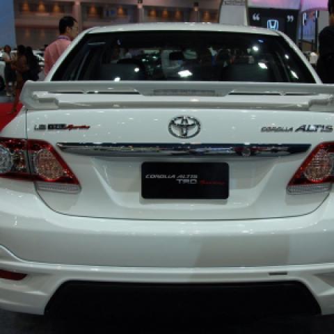 Độ body kit cho Corolla Altis 2011-2013 mẫu TRD