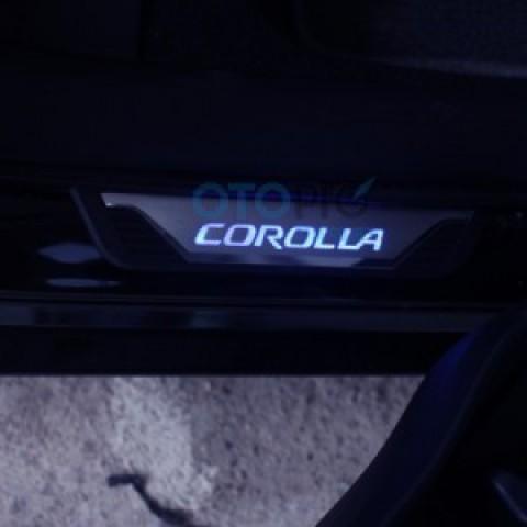 Ốp bậc lên xuống nẹp bước chân có đèn xe Toyota Altis 2014