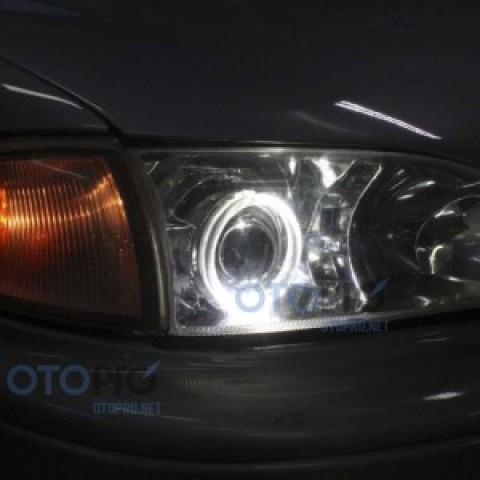 Độ đèn bi xenon, angel eyes LED kiểu BMW xe Camry 1996