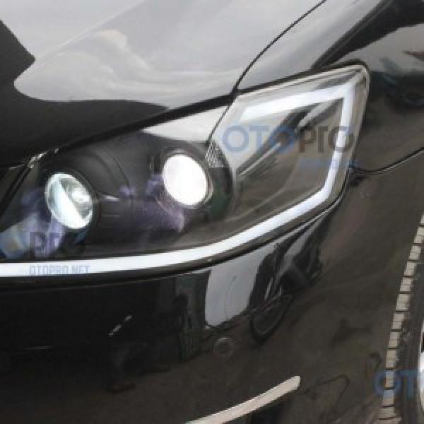 Độ đèn bi xenon, dải LED mí khối cho xe Camry 2012