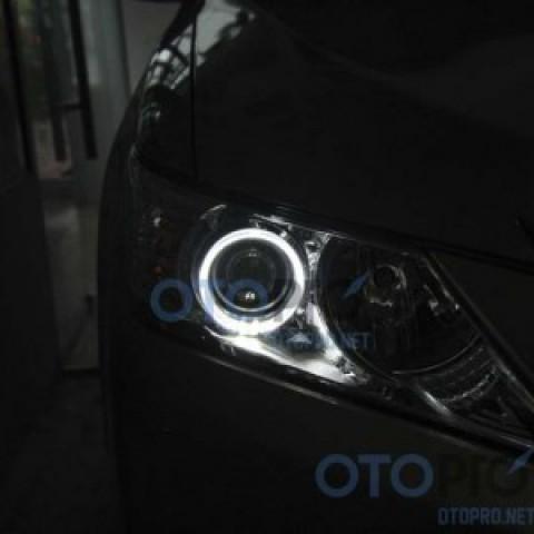 Độ vòng angel eyes LED kiểu BMW cho Camry 2013 liên doanh