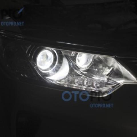 Toyota Camry 2015 độ đèn pha bi xenon bên chóa pha