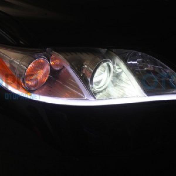 Độ đèn Bi-Xenon Q5 H4, dải LED mí khối trắng vàng cho Camry LE 2008