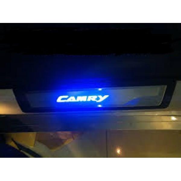 Nẹp bước chân có đèn thay thế chính hãng cho Camry 2013