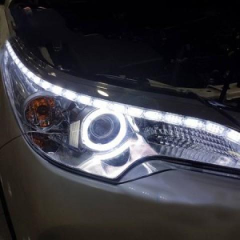 Độ dải LED mí trắng và vòng angel xe Fortuner 2017