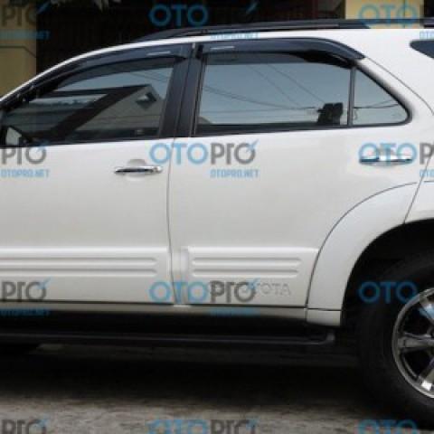 Ốp thân xe cho Fortuner 2012-2015 chữ Toyota