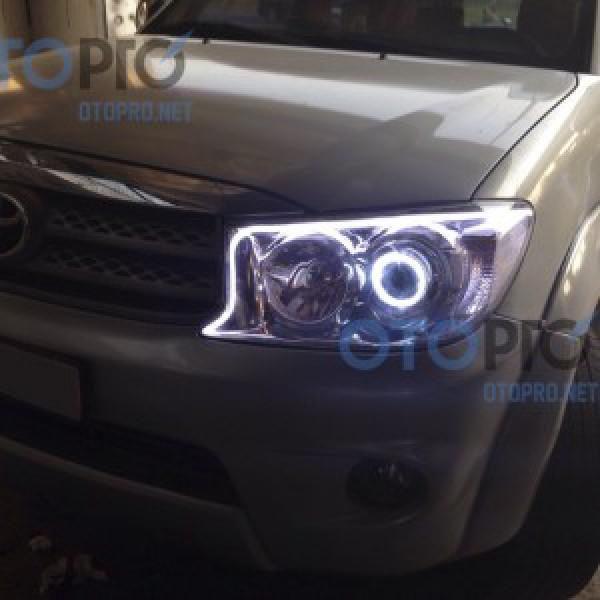 Độ vòng angel eyes, LED mí khối trắng vàng xe Fortuner 2010