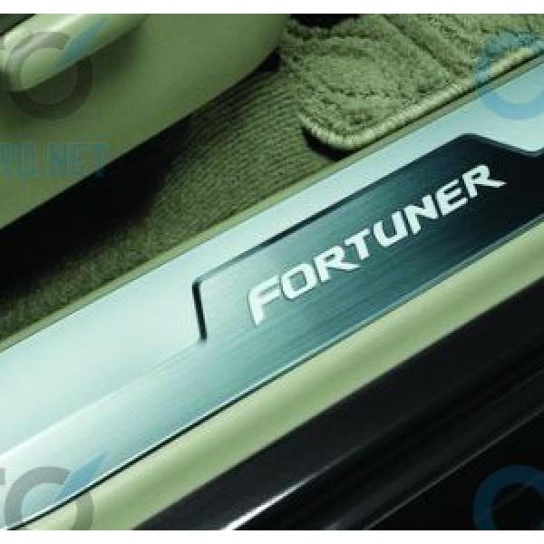 Nẹp bước chân – ốp bậc cửa cho xe Fortuner không đèn