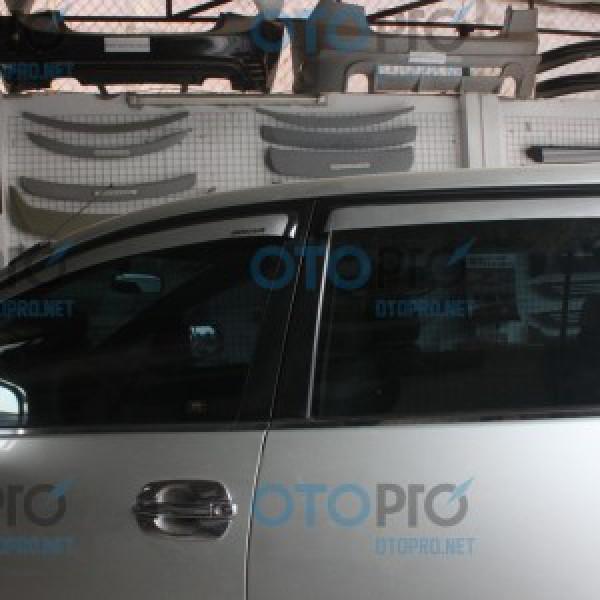 Vè che mưa cao cấp cho xe Toyota Innova 2010