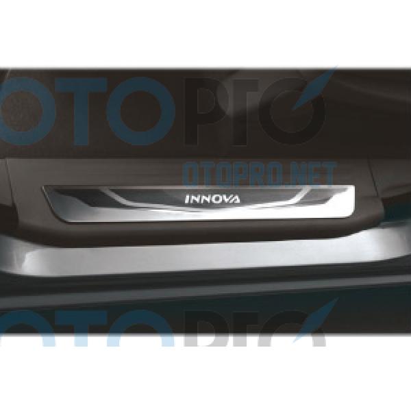 Ốp bậc cửa, nẹp bước chân không đèn cho xe Innova 2014