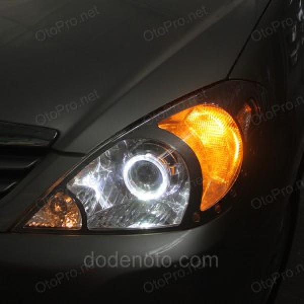 Độ đèn bi xenon, vòng angel eyes kiểu bmw xe Toyota Innova