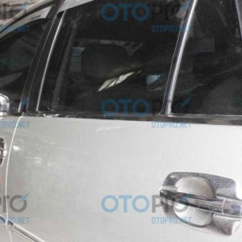 Nẹp chân kính mạ crôm cho xe Innova