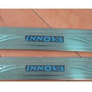 Nẹp bước chân có đèn cho Innova
