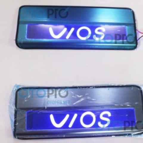 Nẹp bước chân – ốp bậc lên xuống có đèn cho xe Vios 2014