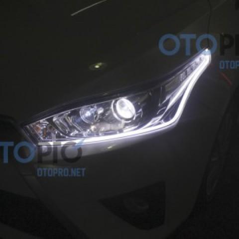 Độ dải  LED mí khối trắng vàng cho xe Toyota Yaris 2015